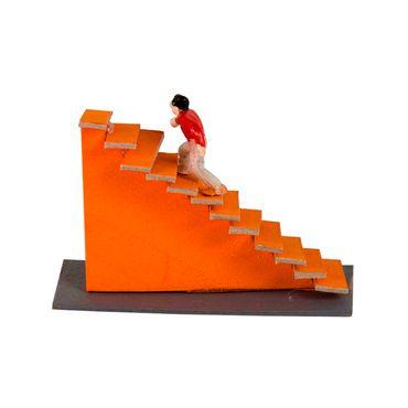 escalera-recta-con-personaje-para-maqueta-1-7707240440315