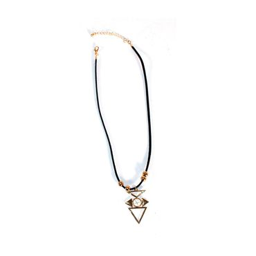 collar-con-triangulo-de-color-negro-7701016013017