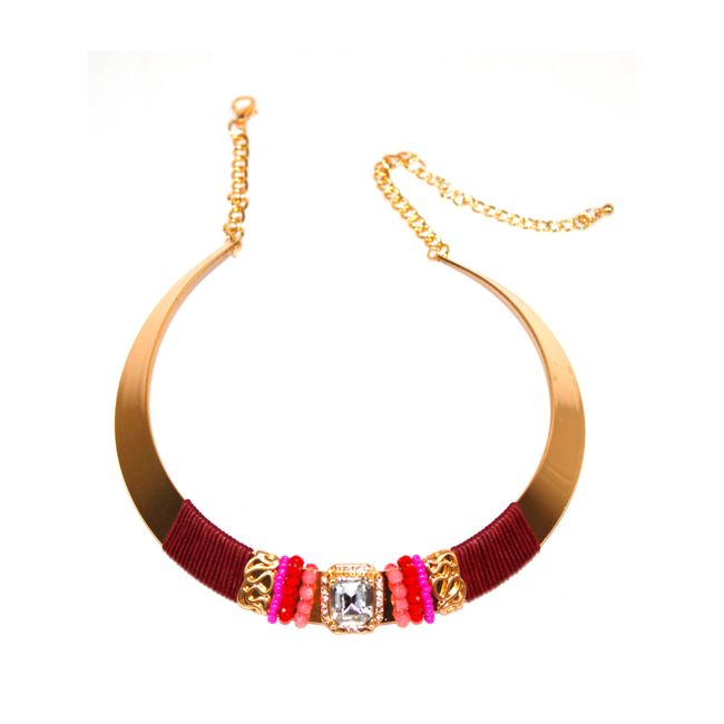 736733339ff5 Collar con piedra y chaquiras de color dorado - Panamericana