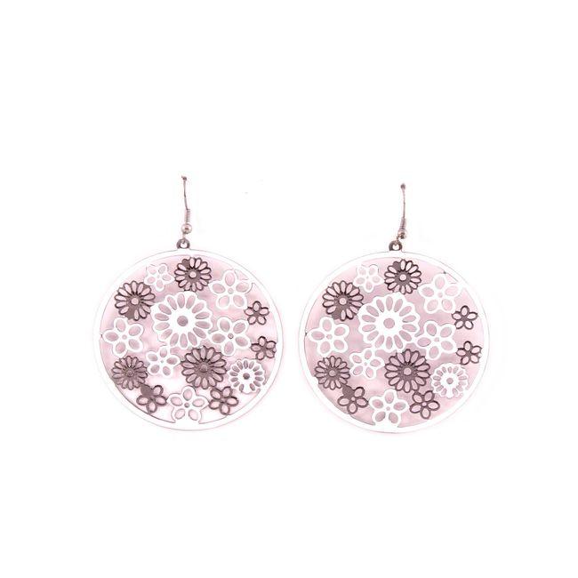 7bdd5d4fae87 Aretes con diseño de círculo y flores blancas y grises - Panamericana
