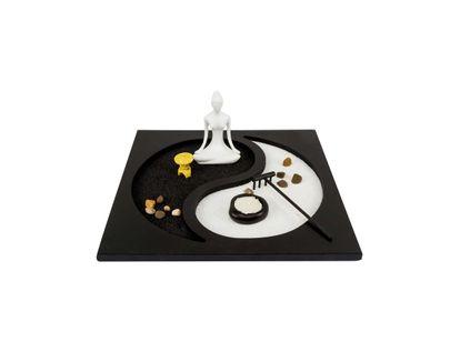 jardin-zen-diseno-yin-yang-con-buda-meditando-3300150005304