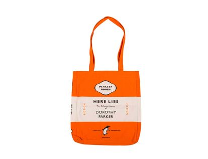 bolso-penguin-here-lies-5060312813144