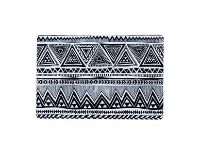 Tapete-con-diseño-de-triangulos-negros-y-blancos-40-x-60-cm