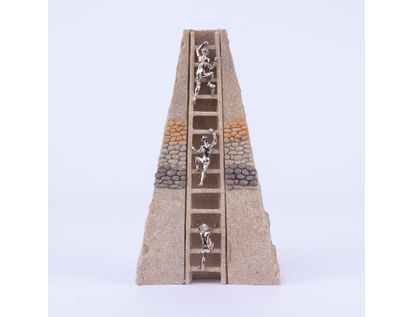 adorno-piramidal-personas-subiendo-escalera-22-1-x-12-5-cms-7701016996297