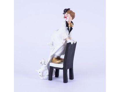 figura-de-payaso-sobre-silla-con-perro-22x-10-cms-7701016996747