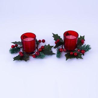 vela-roja-en-candelabro-rojo-translucido-de-vidrio-x-2-und-adornada-con-picks-verde-oscuro-y-frutos-rojos-6-5-x-5-5-cms-7701016036238