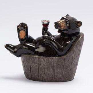 figura-decorativa-diseno-oso-en-tina-de-bano-con-una-copa-de-vino-7701016020619