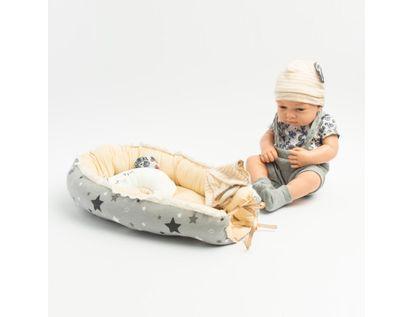 bebe-con-cambiador-y-gorro-con-orejas-7701016032995