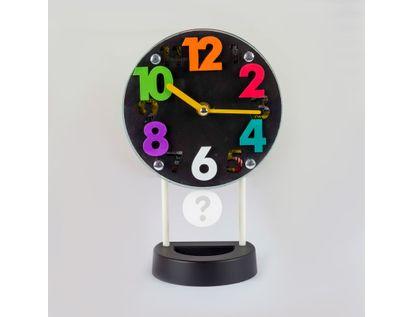reloj-despertador-negro-circular-casa-con-pendulo-614259