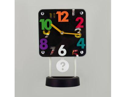 reloj-despertador-negro-cuadrado-con-pendulo-614213