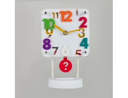 reloj-despertador-blanco-cuadrado-con-pendulo-614264