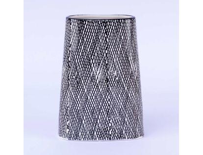 florero-blanco-con-lineas-negras-entrecruzadas-23-cm-x-16-5-cms-7701016027052