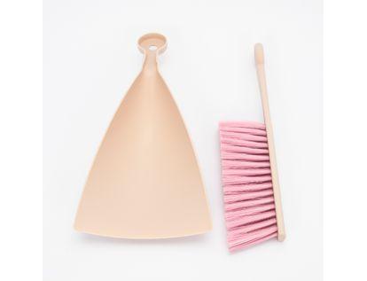 recogedor-con-cepillo-de-mano-color-rosado-7701016117821