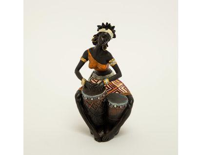 figura-africana-con-vestido-de-rombos-beige-cafe-y-tambores-7701016898225