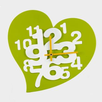 reloj-de-pared-verde-diseno-de-corazon-614459