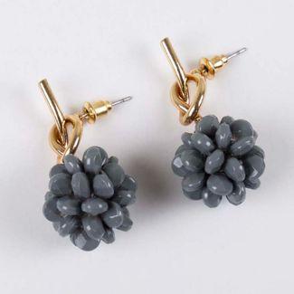 aretes-nudo-dorado-con-piedras-pom-pom-gris-7701016842013